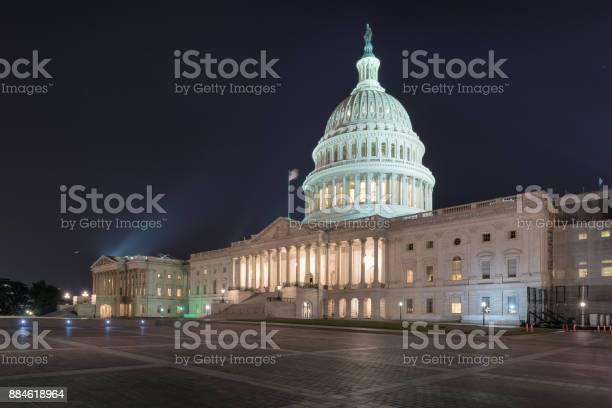 Capitol building at night in washington dc picture id884618964?b=1&k=6&m=884618964&s=612x612&h=pna8ckise0wa3z41hrhsgqgenx9n6gobsfc5rkkarp4=