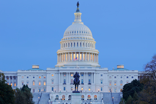 Nigh time view of the United States Capitol building ( Washington DC).