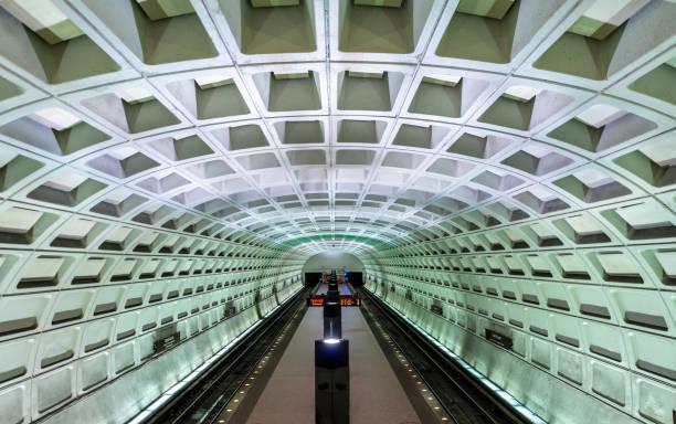 capitol south metro station in washington dc - konduktor pociągu zdjęcia i obrazy z banku zdjęć