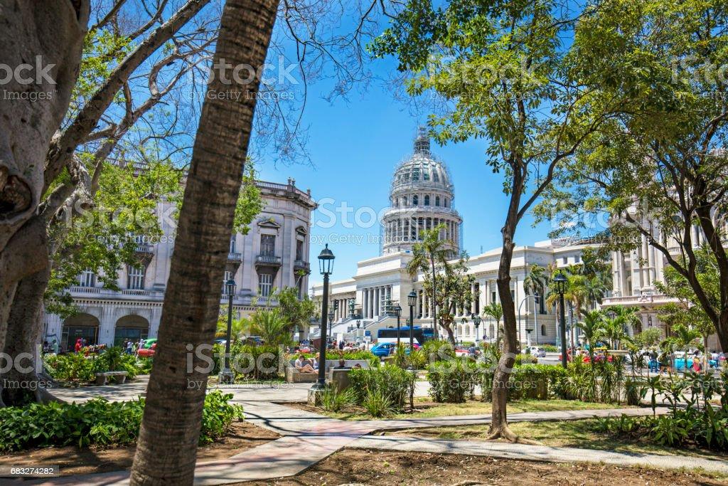 カピトリオに対する街の澄んだ青い空 ロイヤリティフリーストックフォト