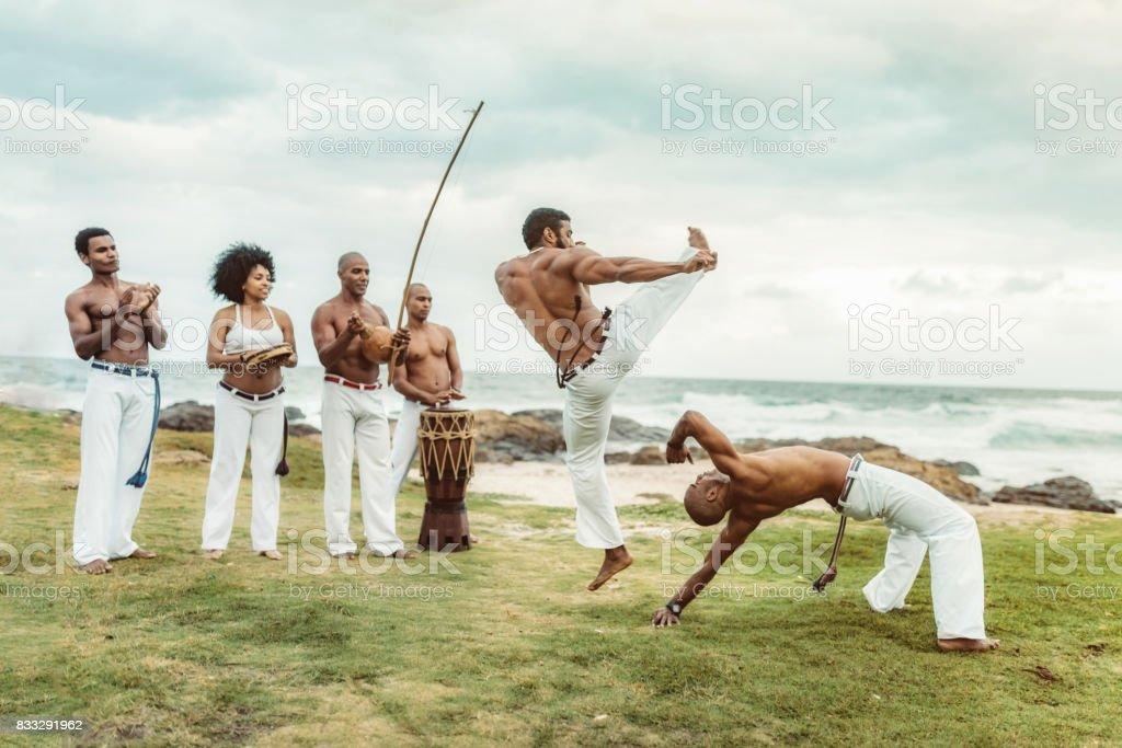capoeira na praia em Salvador Brasil - foto de acervo