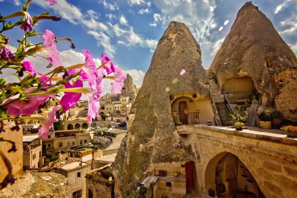 kappadokien, türkei - hotels in der türkei stock-fotos und bilder