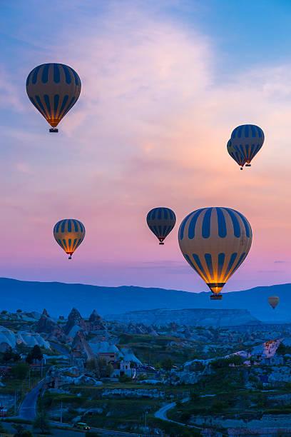 cappadocia - turkeye - aardpiramide stockfoto's en -beelden