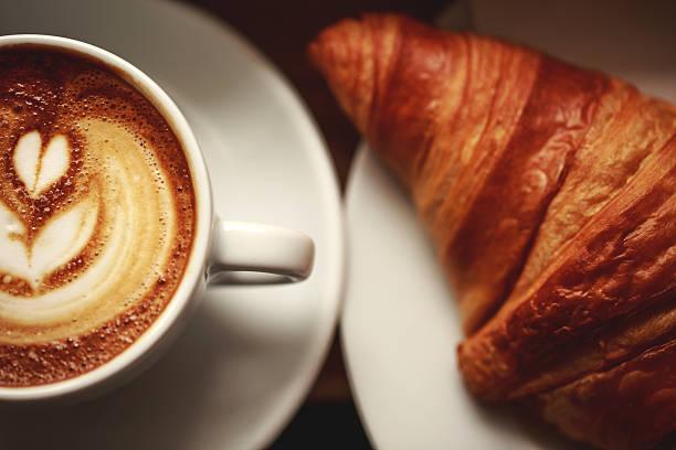 Cappuccino con schiuma bellissimo - foto stock
