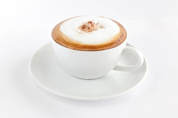 cappuccino mit kaffeebohnen - cappuccino stock-fotos und bilder