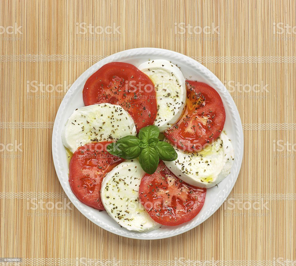 Caprese su tovaglia di bambù royalty-free stock photo