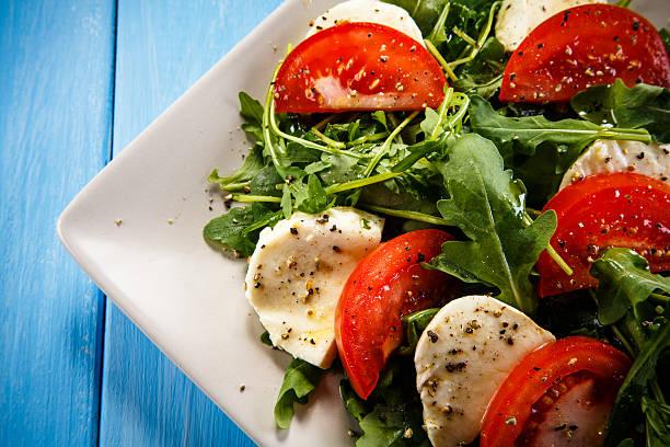 caprese-salat  - caprese salat stock-fotos und bilder