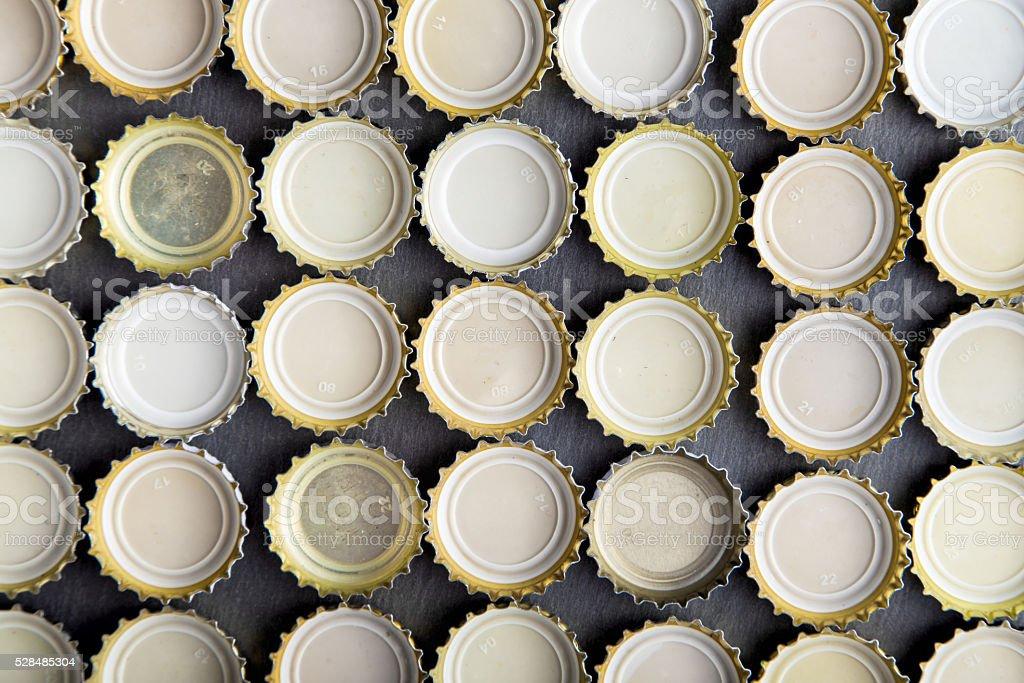 Kappen Bier Futter in Reihen Aufsicht – Foto