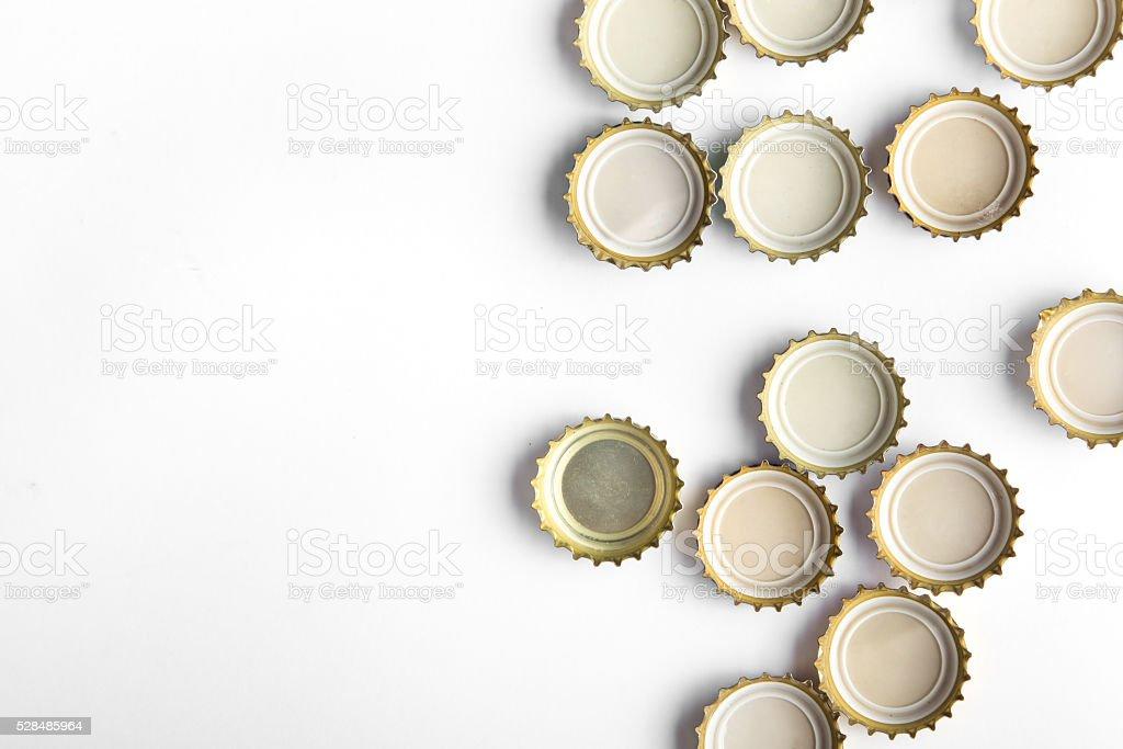 Kappen Bier auf weißem Hintergrund – Foto