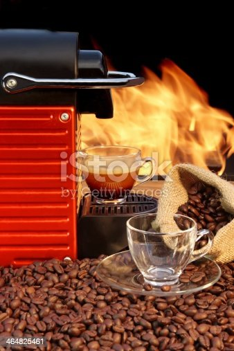 Capsule Coffee Machine and two glass coffee cups XXXL