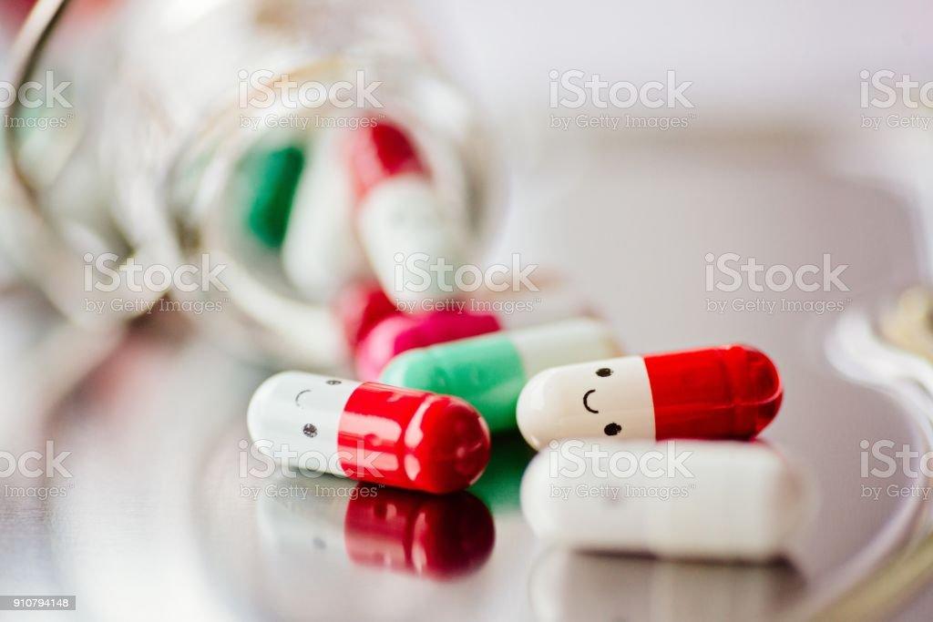 Kapsel-Pillen mit Lächeln – Foto