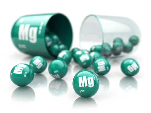 마그네슘과 캡슐 mg 요소.  식이 보충. 비타민 캡슐 흰색 절연입니다. - 마그네슘 뉴스 사진 이미지