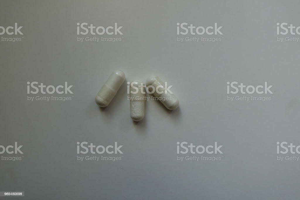 위에서 마그네슘 시트르산의 3 캡슐 - 로열티 프리 0명 스톡 사진