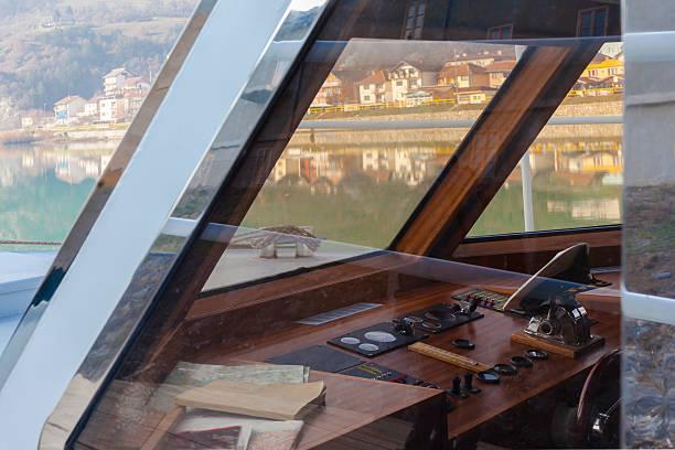 captain's cabin - steuerungstechnik stock-fotos und bilder