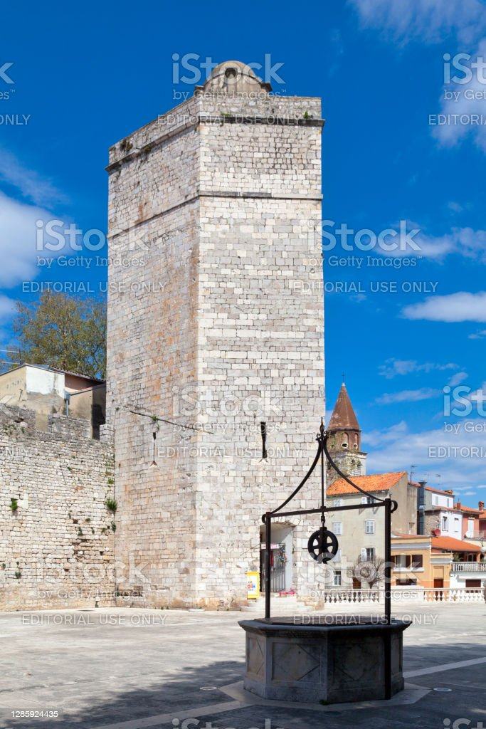 """Captain's tower in Zadar Zadar, Croatia - April 15 2019: The """"Kapetanova kula"""" (Captain's tower) is located in Five Wells Square in the old town. Ancient Stock Photo"""