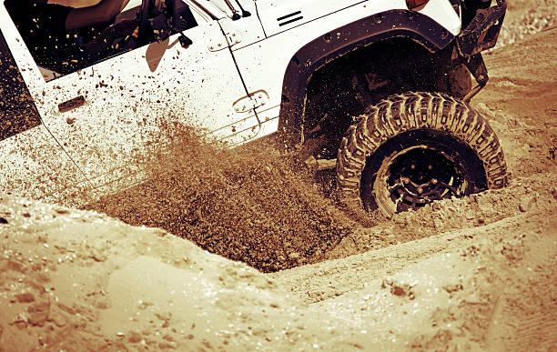 Voiture accélération sur le sable - Photo