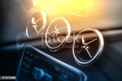 istock Car air conditioning 912073068