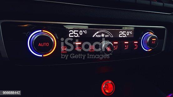 istock Car air conditioning 956688442