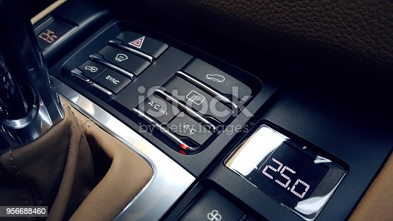 istock Car air conditioning 956688460