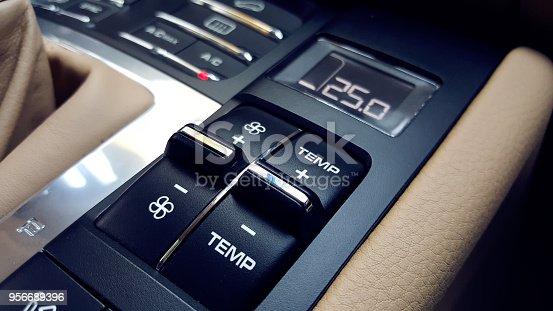 istock Car air conditioning 956689396
