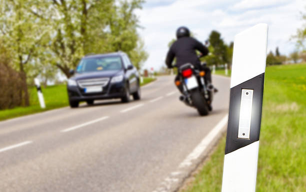 Car and motorbike on a country road – Foto