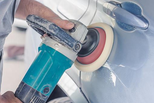 istock Car body polishing 948215622