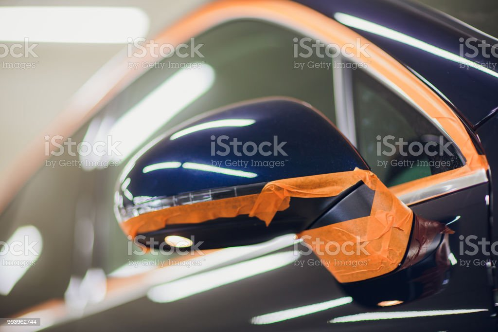 Cuerpo de coche obra después del accidente de trabajo lijado imprimación antes de pintar. - foto de stock