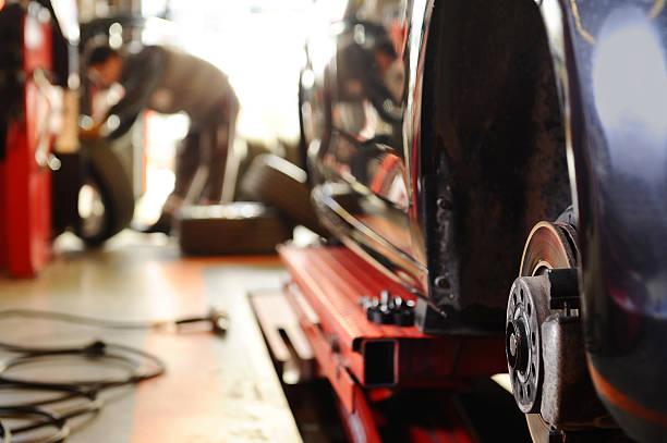 riparazione auto freni - transport truck tyres foto e immagini stock