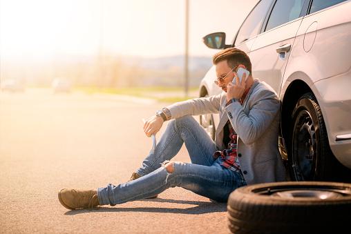 istock Car breakdown 518709374