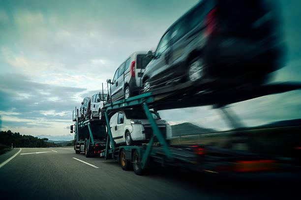 auto carrier trailer - autotransporter stock-fotos und bilder