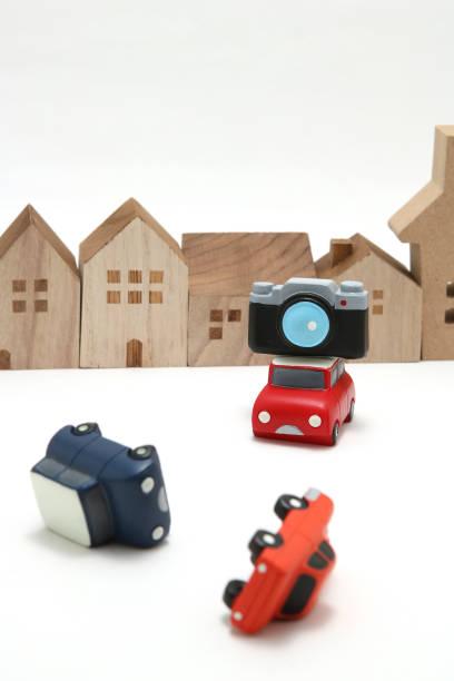 une came de tableau de bord voiture monté sur une voiture à l'enregistrement du trafic avant en cas de situation d'urgence ou d'accident. concept de caméra tableau de bord. - camera sculpture photos et images de collection
