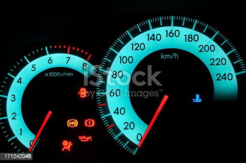istock Car dashboard 171242048