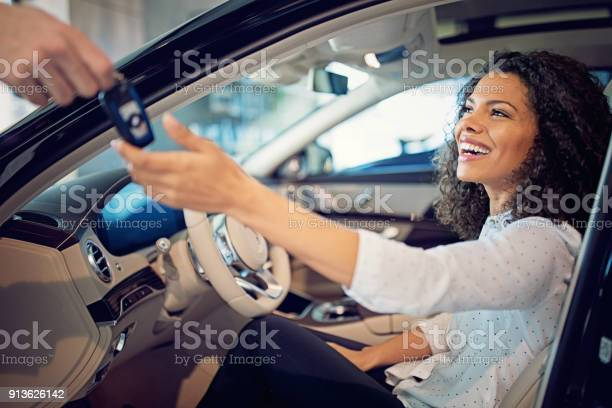 Car dealer is giving key for a new car to a businesswoman picture id913626142?b=1&k=6&m=913626142&s=612x612&h=n707yjqcfry8lkqbedn 3w1xyt0e2dwwymx8yxyjfxa=