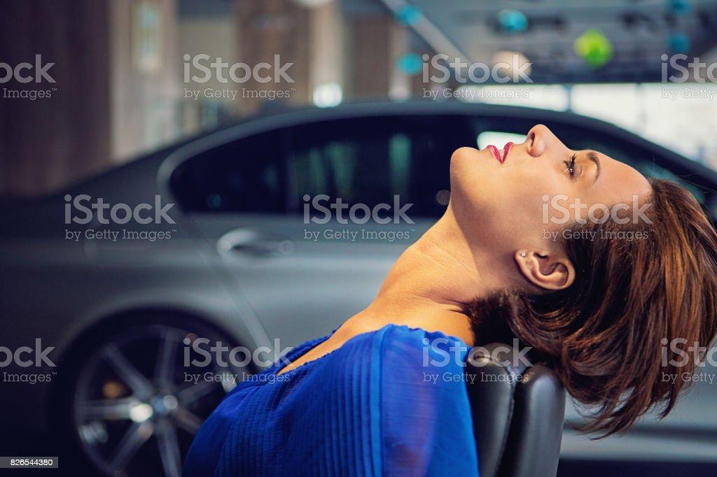 Kfzhändler Stehen Erschöpft Am Ende Des Tages Wegen Krise Im Auto