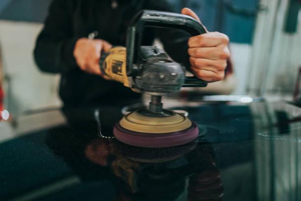 Auto Aufbereitung-Konzept. Auto reinigen und Polieren. – Foto