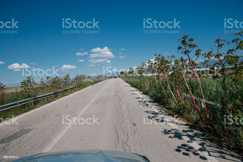 Car drive in Italy summertime roads zbiór zdjęć royalty-free