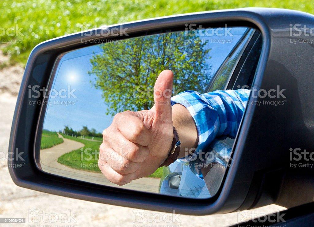 Pouce levé voiture avec chauffeur - Photo