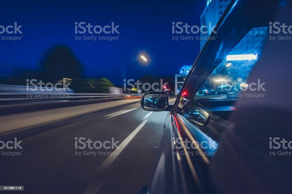 Auto fahren in der Nacht in der Innenstadt von Sydney – Foto