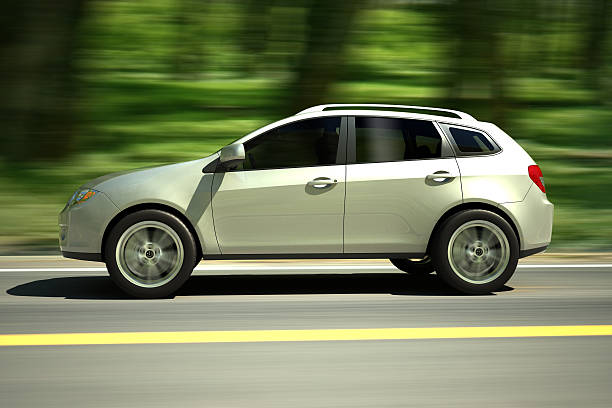 SUV voiture conduite route forestière-Tracé de détourage inclus - Photo