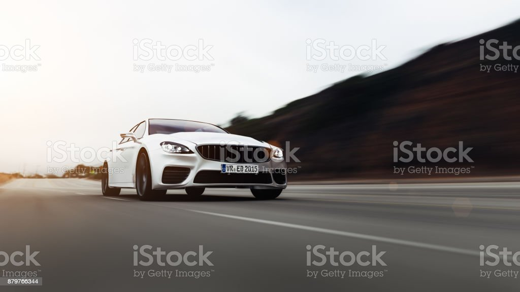Auto fahren auf einer Straße auf dem Seeweg - Lizenzfrei Asphalt Stock-Foto