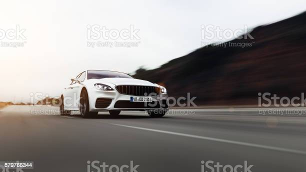 Auto Fahren Auf Einer Straße Auf Dem Seeweg Stockfoto und mehr Bilder von Asphalt