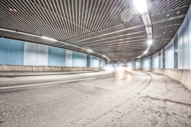 bil som kör genom tunneln nattetid, minskande perspektiv - tunnel trafik sverige bildbanksfoton och bilder