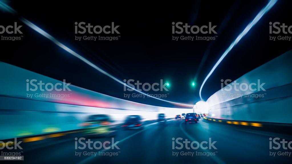 Auto fahren Sie durch den tunnel – Foto