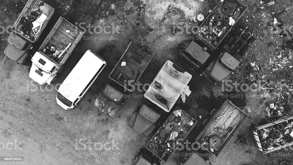 車ダンプ - くず鉄置場のロイヤリティフリーストックフォト