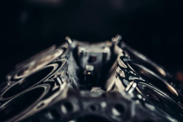 primer plano de motor de coche v8 - compresor motor fotografías e imágenes de stock