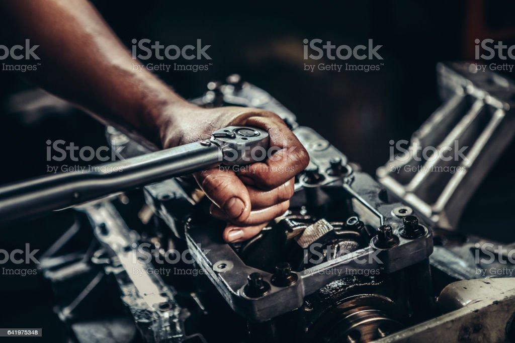 V8 reparación de motor de coche - foto de stock
