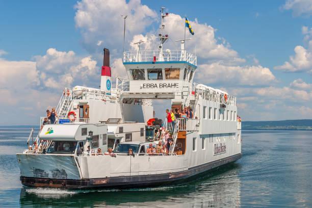 bilfärja på den sjön vättern i sverige med turister och campare - ferry lake sweden bildbanksfoton och bilder
