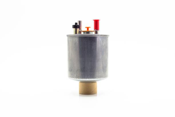 Auto-Kraftstoff-Filter für Diesel-Motor. Isoliert auf einem weißen Hintergrund mit einem Beschneidungspfad. – Foto