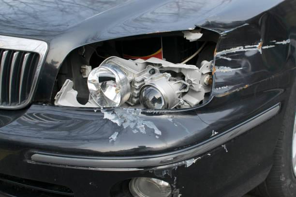 car headlight broken - krockad bil bildbanksfoton och bilder