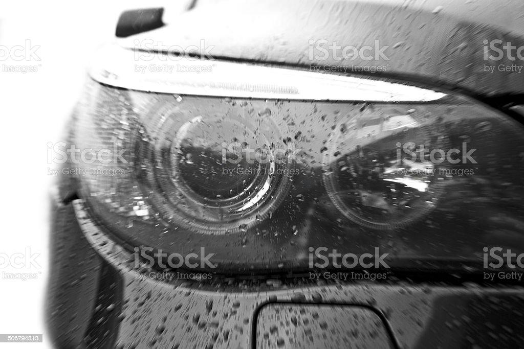 Samochód reflektorem – zdjęcie